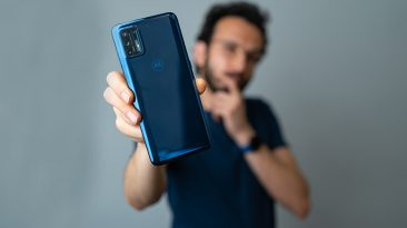 بررسی گوشی Motorola Moto G9 Plus